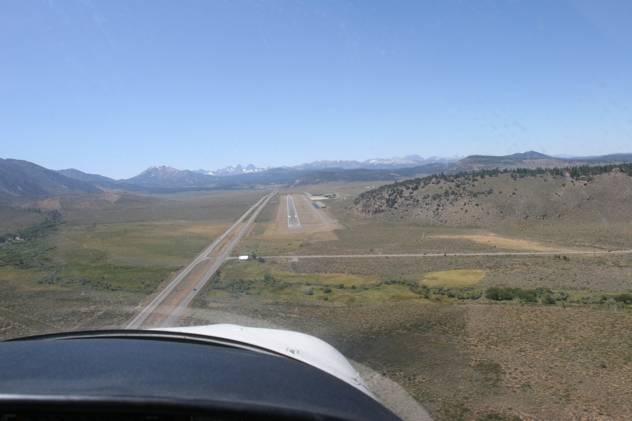Mammoth Lakes Airport (KMMH)